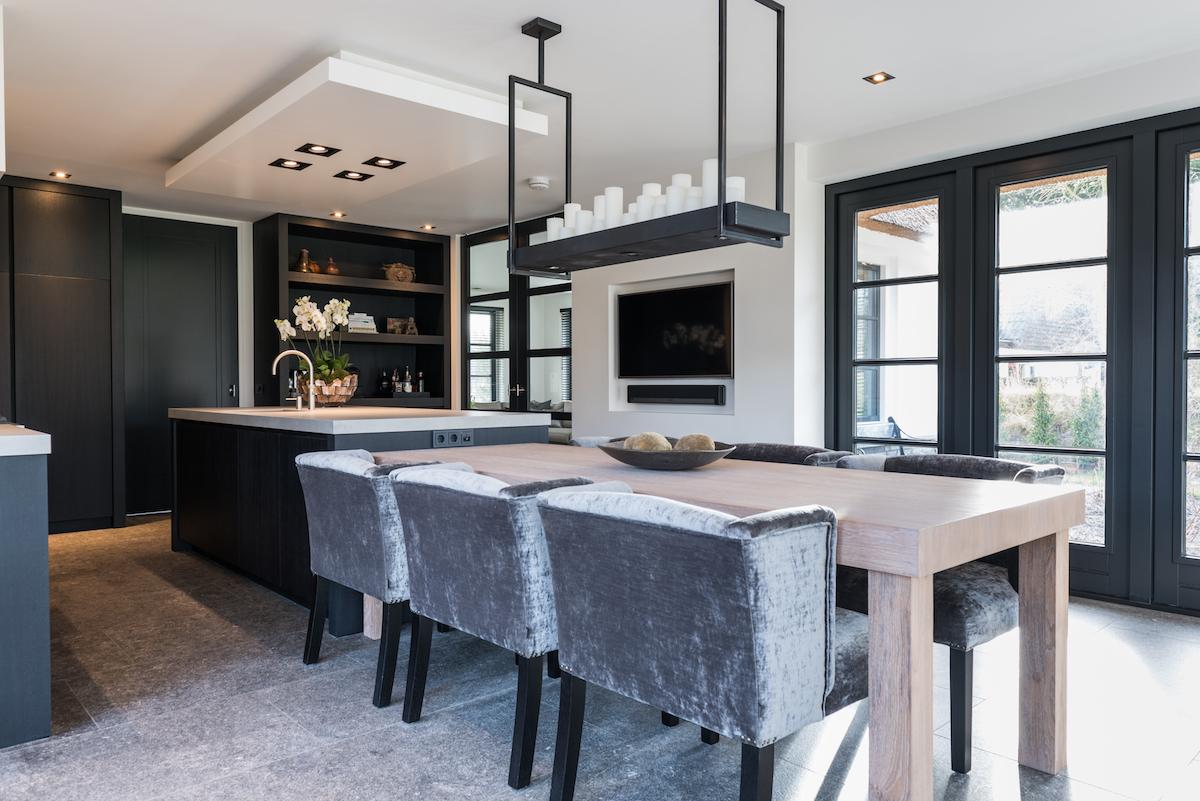 Zwart Keuken Stoere : Keuken en interieur in geborsteld eiken donker gebeitst u harry