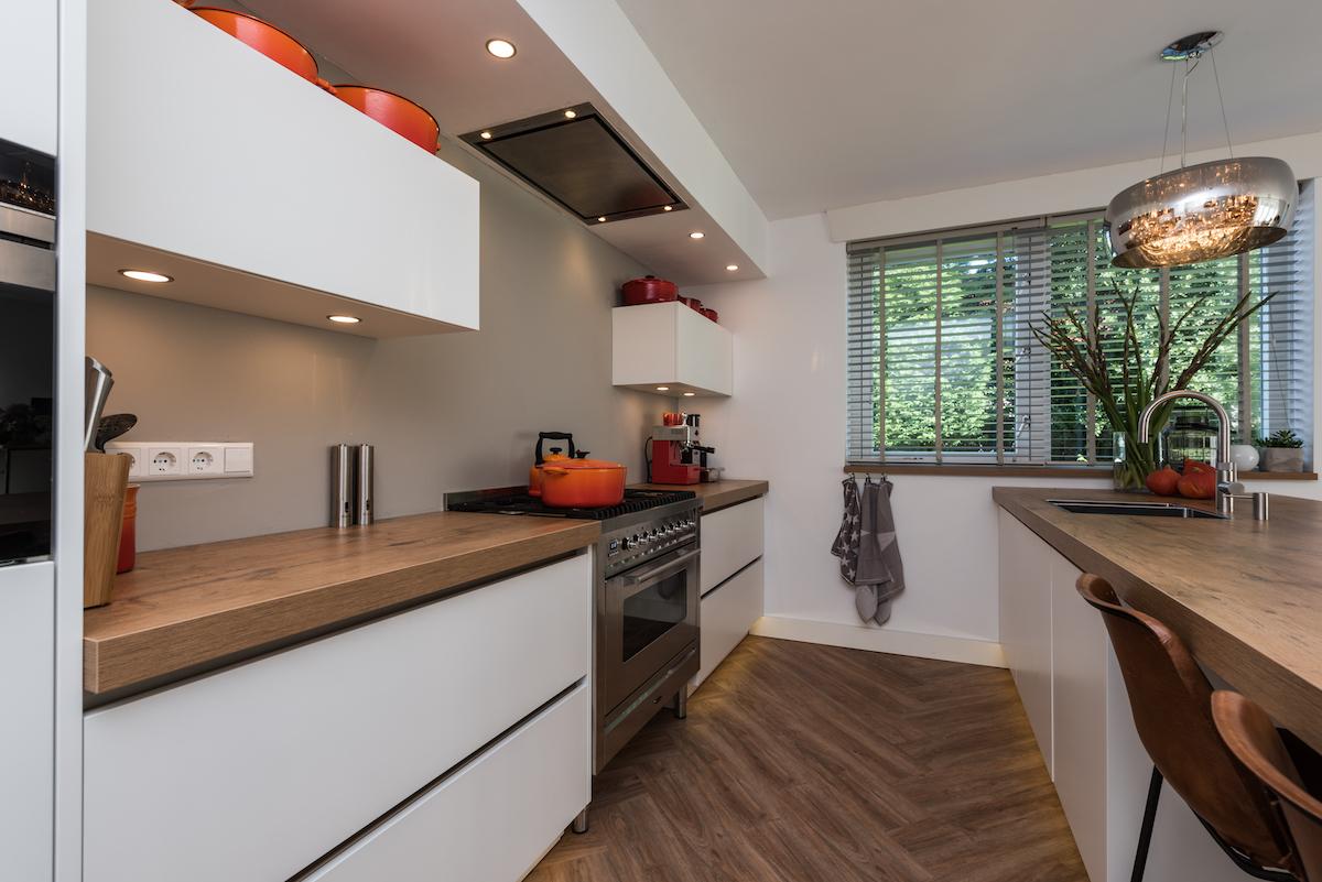 Moderne Greeploze Keuken : Moderne greeploze keuken met spoel bareiland u harry westhoeve
