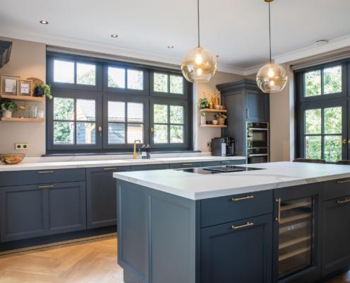 Landelijke keuken in een zachte Farrow & Ball kleur